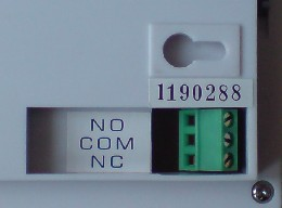 Relay connections for a programmable thermostat
