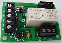 Relay board with one mains switching relay
