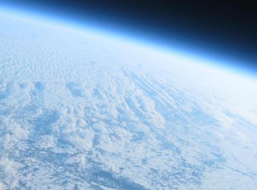 Balloon flight to near space