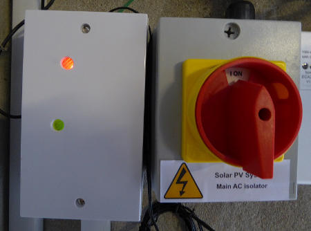 Surplus solar PV immersion controller using export meter LED to decide when to turn on immersion